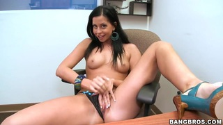 Black haired whore Larissa Dee gives head in pov