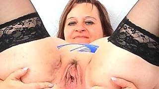 Masturbation and fuck hole stretch with ripe brune