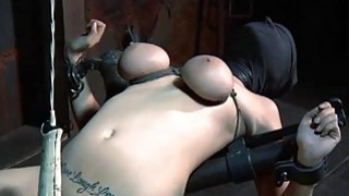 Girl gets her snatch gratified while inside a cage