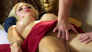 HBig tits blonde is getting her pussy licked during massage