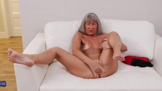 Hungry mature mother wants your cock